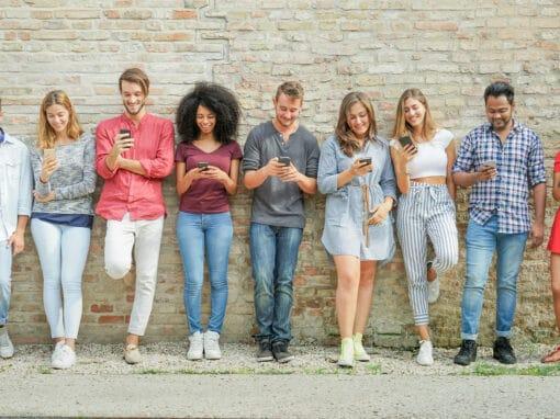 Facebook leader Social, anche per i giovani